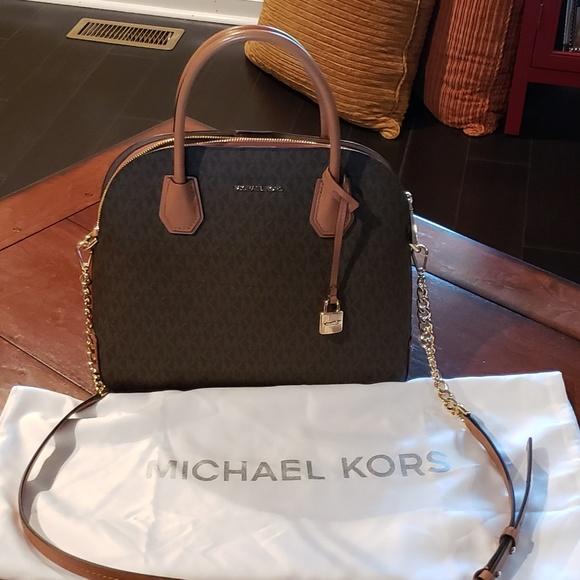 6707055cb155 Michael Kors satchel bag and protective bag. M_5b0f45b931a3763ee8a674f9